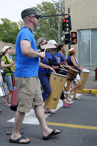 Festival international de percussion de Longueuil ( FIPL ), Longueuil Qc; parade du dimanche/ Sunday parade.