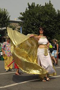 1001 Danses, Festival international de percussion de Longueuil ( FIPL ), Longueuil, Qc;  lors de la parade du FIPL, /On the FIPL's parade.